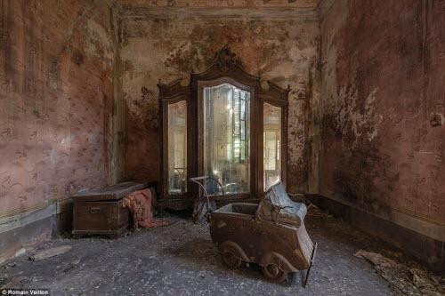 Vẻ đẹp kỳ quái bên trong những tòa nhà bỏ hoang - 12