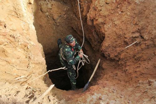 Đang giải cứu 3 phu vàng kẹt trong hang ở Thanh Hóa - 1