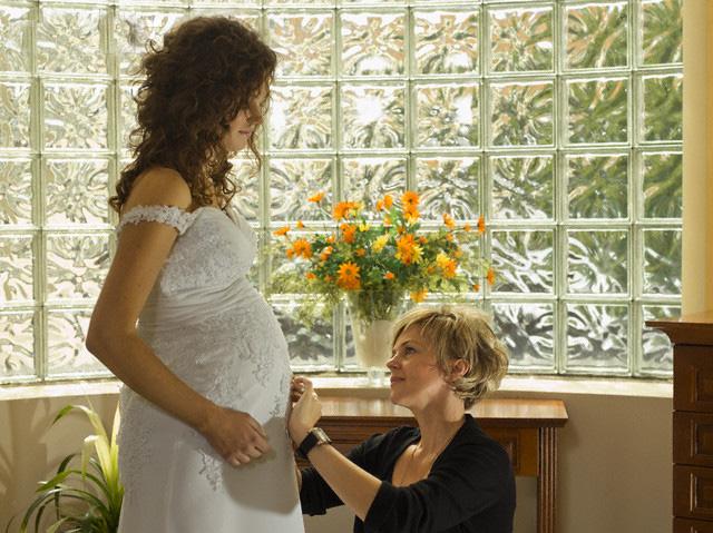 Lỡ có bầu, ngày cưới phải vào nhà trai bằng cửa sau - 1