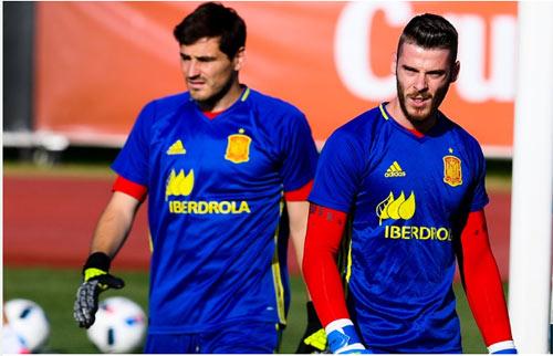 """Tây Ban Nha: Nguy cơ """"nội chiến"""" vì De Gea, Casillas - 2"""