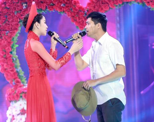 Quý Bình được hôn tới tấp trên sân khấu - 6