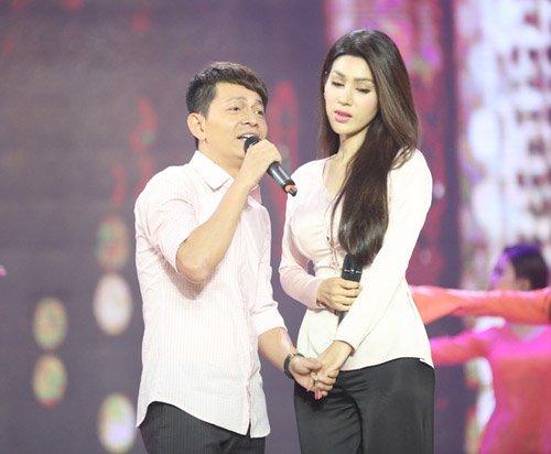 Quý Bình được hôn tới tấp trên sân khấu - 5