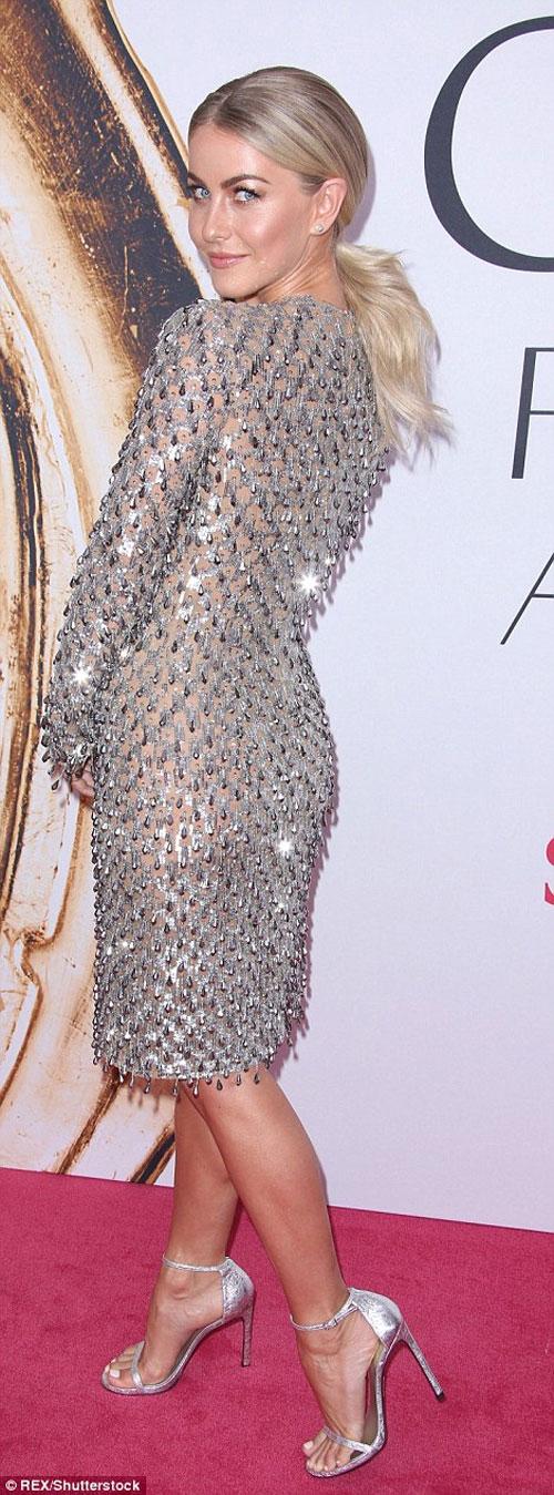 Irina Shayk quá gợi cảm với áo khoét rộng - 7