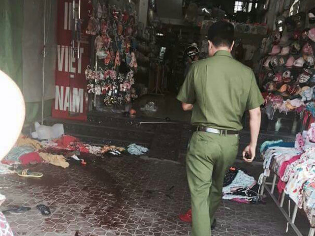 Đâm chết nữ nhân viên bán hàng rồi vung dao tự sát - 1