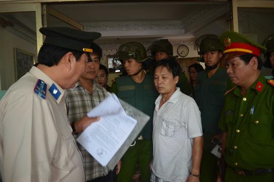 Cả gia đình dọa tự thiêu vì bị cưỡng chế nhà - 2