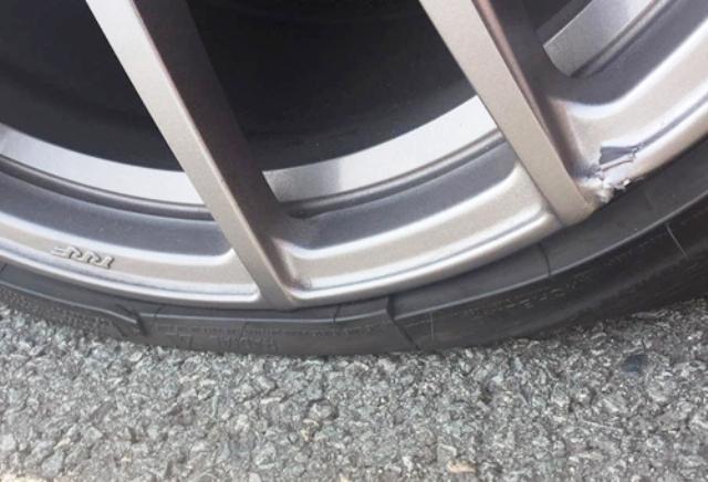 Ô tô nổ lốp vì khe hở trên cao tốc TPHCM - Long Thành - Dầu Giây - 2