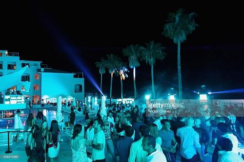 Đại tiệc bể bơi toàn mẫu nữ nóng bỏng ở Mexico - 15