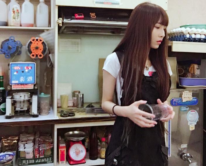 Hot girl trà sữa Trung Quốc khiến dân mạng mê mệt - 1