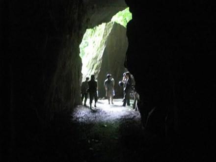 Chưa tiếp cận được 3 phu vàng kẹt dưới hang do khí độc lớn - 1