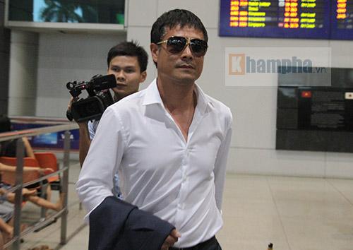 """Thủy Tiên đón Công Vinh làm """"náo động"""" Tân Sơn Nhất - 2"""