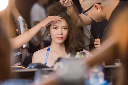 Cảnh hậu trường chụp ảnh bikini nóng bòng của các thí sinh Hoa hậu Việt Nam 2016 - 3