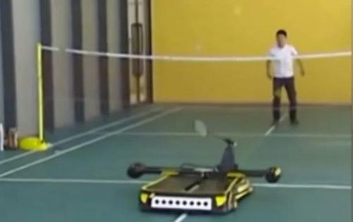 Đánh vợt cùng robot, bước đột phá của cầu lông - 1