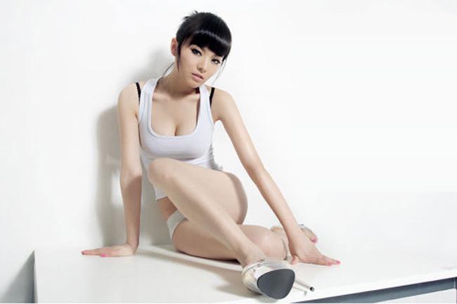 Mới đây nhất, Thích Tiểu Long được truyền thông nhắc nhiều bởi cuộc tình với chân dài nóng bỏng   Vương Nhược Y.
