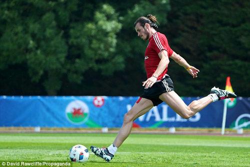 Euro còn 3 ngày: Bale khoe bắp chân cực khủng - 2