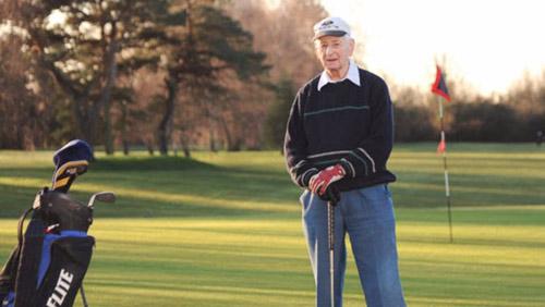 Golf 24/7: Cụ ông 94 tuổi lập kỷ lục hi hữu - 1