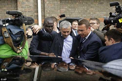 """Tại Mourinho, Chelsea """"mất oan"""" hơn 38 tỉ - 5"""