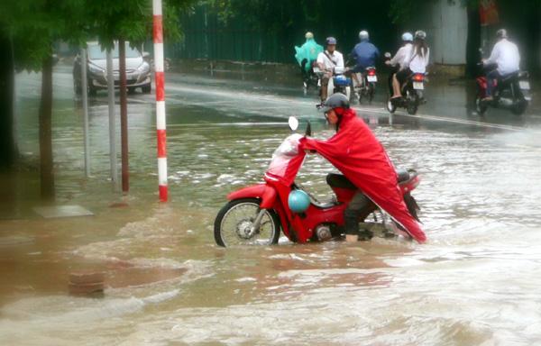 Hà Nội sẽ thoát cảnh mưa ngập cả tháng như 2008? - 2