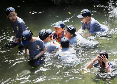 Xem lính cứu hỏa nhí luyện tập cứu người đuối nước - 9