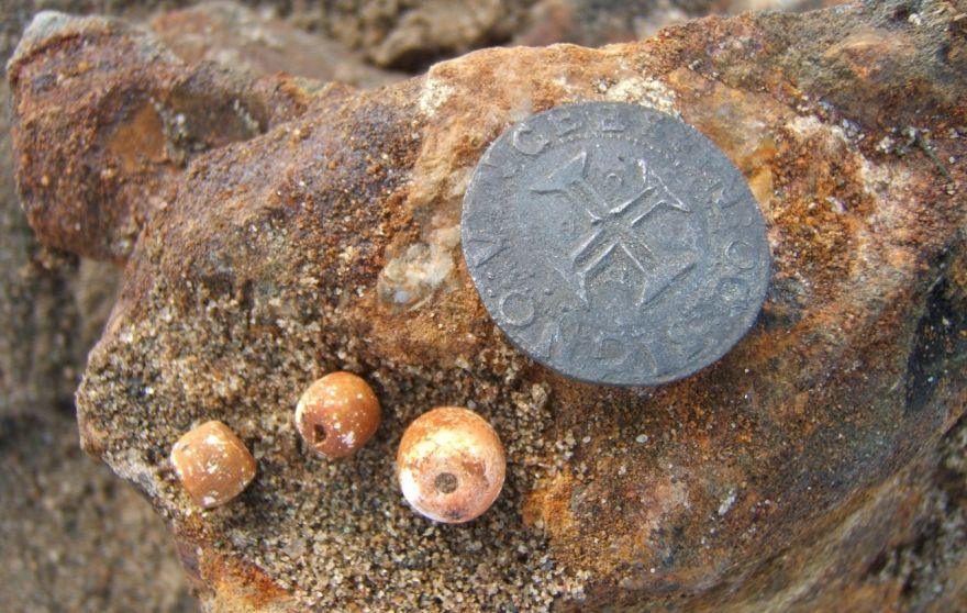 Tàu đắm 500 năm chở đầy vàng được khai quật ở Namibia - 4