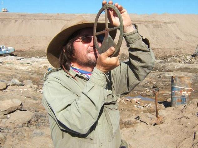Tàu đắm 500 năm chở đầy vàng được khai quật ở Namibia - 7