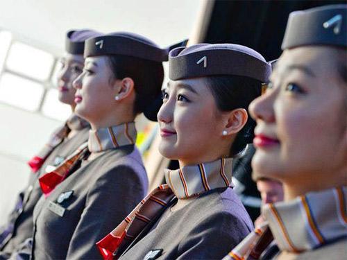 Cô gái Việt và ước mơ làm nghề phục vụ trên không - 2