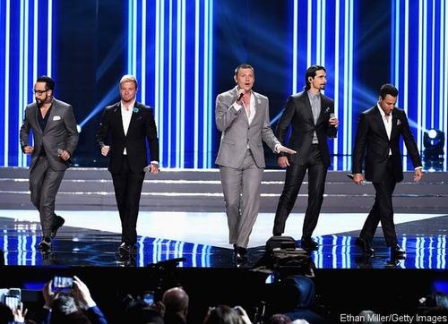 Backstreet Boys gây thổn thức trên sân khấu Hoa hậu Mỹ - 1