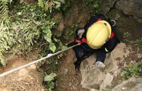 Ảnh: Toàn cảnh cứu hộ 3 phu vàng kẹt dưới hang Kịt - 6
