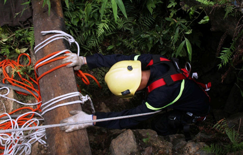 Ảnh: Toàn cảnh cứu hộ 3 phu vàng kẹt dưới hang Kịt - 9