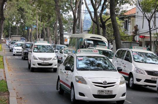 Đề xuất thí điểm 100 xe taxi chạy bằng điện tại TPHCM - 1