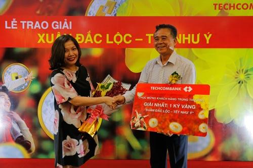 Techcombank trao giải thưởng 1kg vàng cho khách hàng - 1
