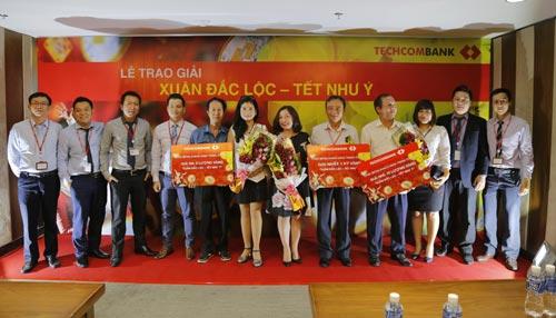 Techcombank trao giải thưởng 1kg vàng cho khách hàng - 2