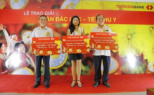 Techcombank trao giải thưởng 1kg vàng cho khách hàng - 3