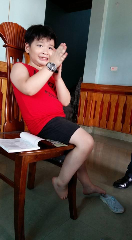 Lạ kỳ bé 7 tuổi ở Quảng Ninh có thể nhìn xuyên bóng tối - 1