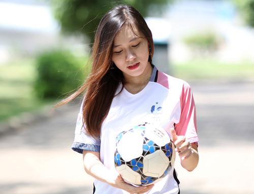 Fan nữ xinh say mê tuyển Pháp vì sao trẻ MU - 3