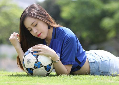 Fan nữ xinh say mê tuyển Pháp vì sao trẻ MU - 4