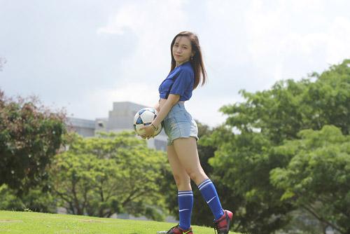 Fan nữ xinh say mê tuyển Pháp vì sao trẻ MU - 5