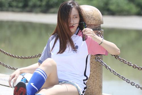 Fan nữ xinh say mê tuyển Pháp vì sao trẻ MU - 9