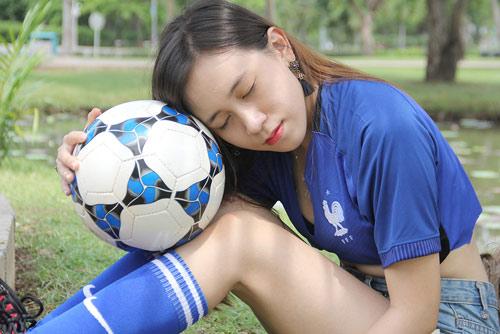 Fan nữ xinh say mê tuyển Pháp vì sao trẻ MU - 10