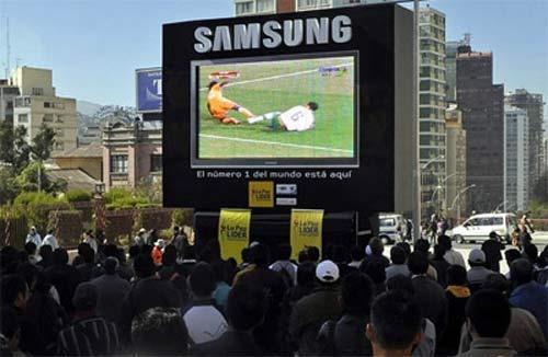 Sợ khủng bố, Pháp cấm đặt màn hình TV ra đường xem Euro - 1