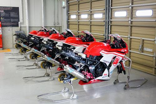 Bùi Duy Thông lên ngôi ở giải đua xe Motor Châu Á - 1