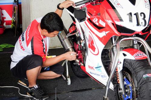 Bùi Duy Thông lên ngôi ở giải đua xe Motor Châu Á - 2