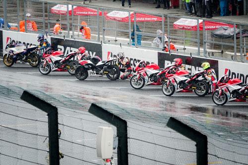 Bùi Duy Thông lên ngôi ở giải đua xe Motor Châu Á - 5