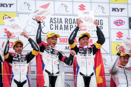 Bùi Duy Thông lên ngôi ở giải đua xe Motor Châu Á - 7