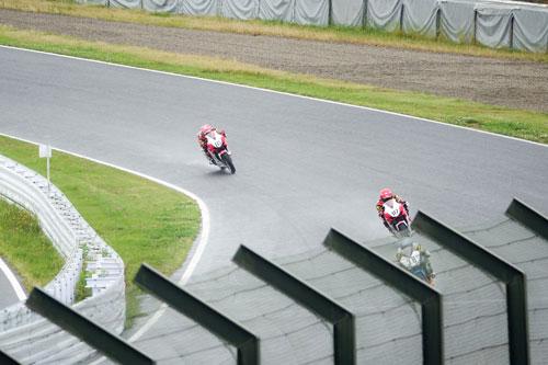 Bùi Duy Thông lên ngôi ở giải đua xe Motor Châu Á - 9