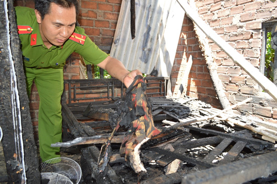 Bị cấm yêu em vợ, đốt cả nhà: Mẹ cố vứt con khỏi lửa - 4