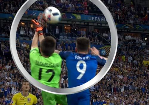 Tranh cãi: Giroud phạm lỗi thủ môn Romania để ghi bàn - 1