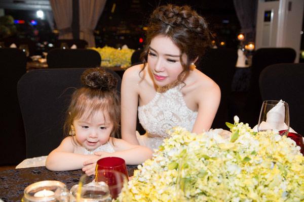 Elly Trần tổ chức sinh nhật sớm cho con gái yêu - 1