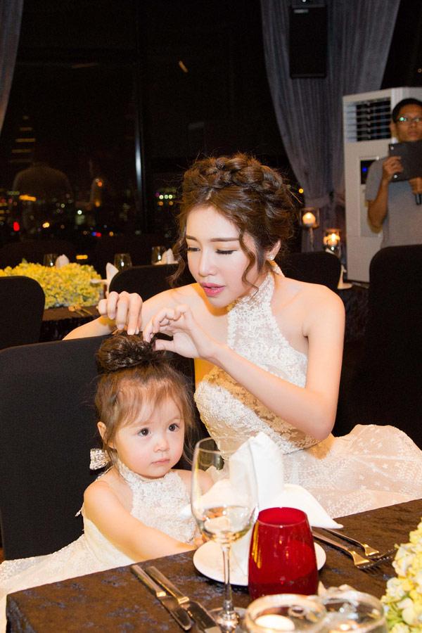 Elly Trần tổ chức sinh nhật sớm cho con gái yêu - 6