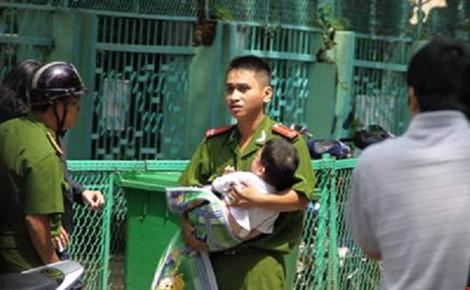 Công an Hòa Bình bác tin 2 cháu bé nhập viện vì bắt cóc - 1