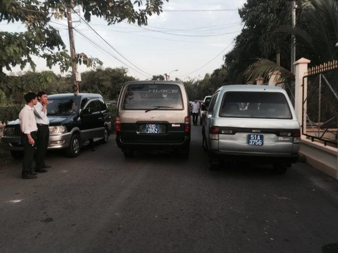 Nhiều xe công đi tiệc nhà GĐ Sở trong giờ hành chính - 2